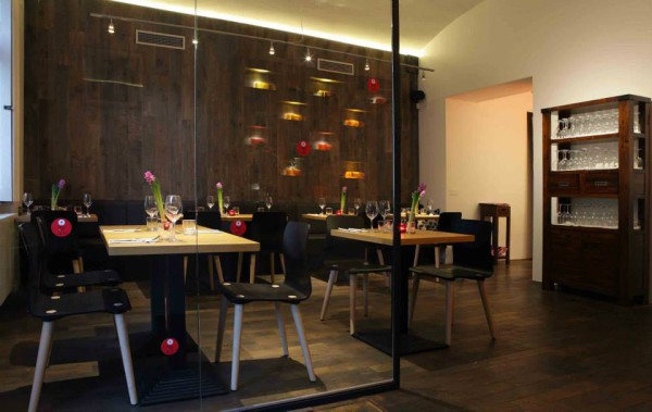 Atelier Red & Wine