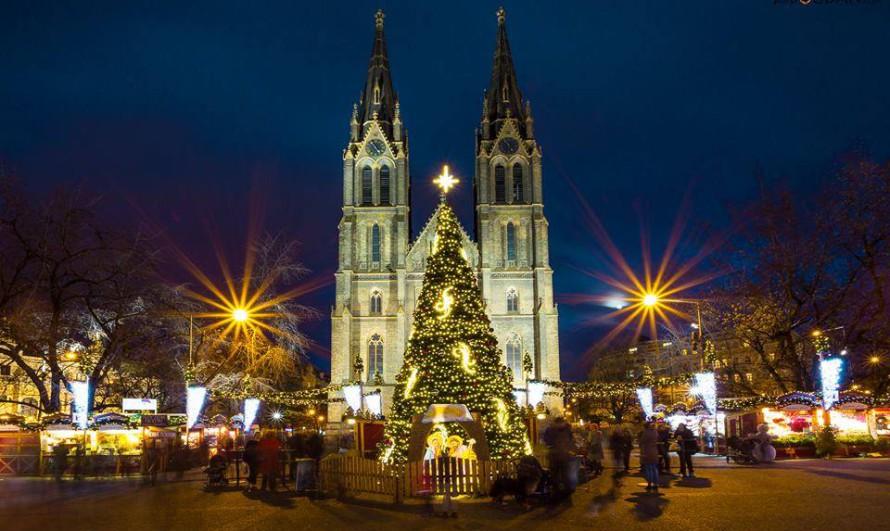 Картинки по запросу Рождественская  Ярмарка на площади Мира