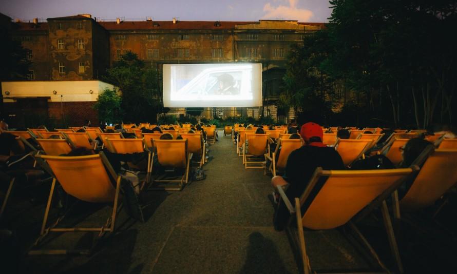 Летнее кино в Kasárna Karlín 1